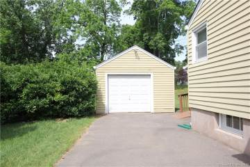68 Oakwood Road, Manchester, CT 06042