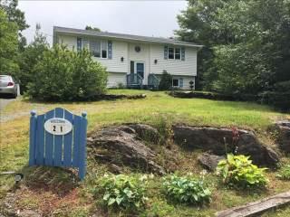 21 West Lake Avenue, Mount Uniacke, NS B0N 1Z0