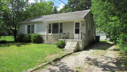 1117 West Meadowmere St, Springfield, MO 65807
