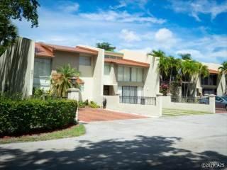 Photo of 8811 Gatehouse Rd  Plantation  FL