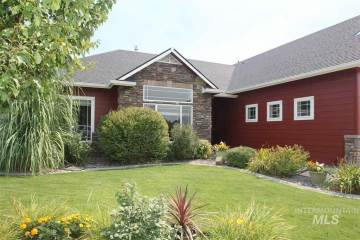 1040 S Whitewater Dr, Nampa, ID 83646