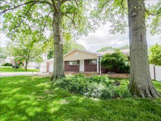 24 Pines Drive, St Peters, MO 63376