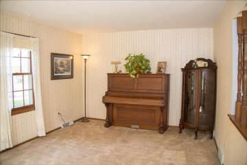 422 Wahl Ave, Mukwonago, WI 53149