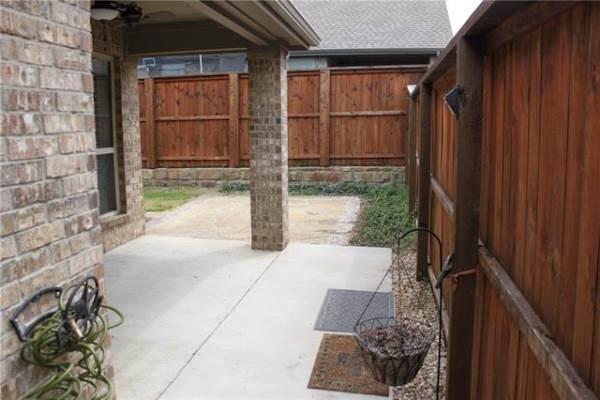1160 Montgomery Way, Lantana, TX 76226