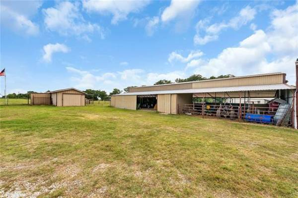 476 County Road 1590, Alvord, TX 76225