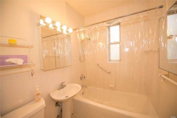 11250 78 Ave, Forest Hills, NY 11375