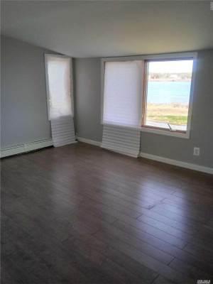 518 Riviera Dr, Mastic Beach, NY 11951
