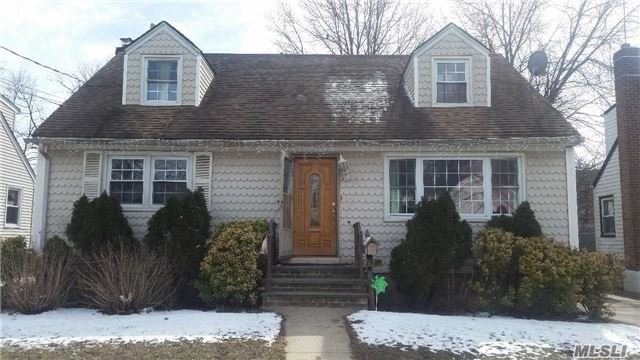 262 E Columbia St, Hempstead, NY 11550