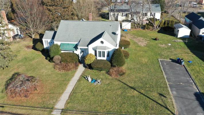 76 Point St, S. Jamesport, NY 11970