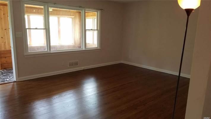 894 Main Rd, Aquebogue, NY 11931