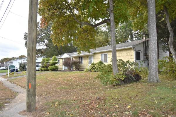 34 College Rd, Selden, NY 11784
