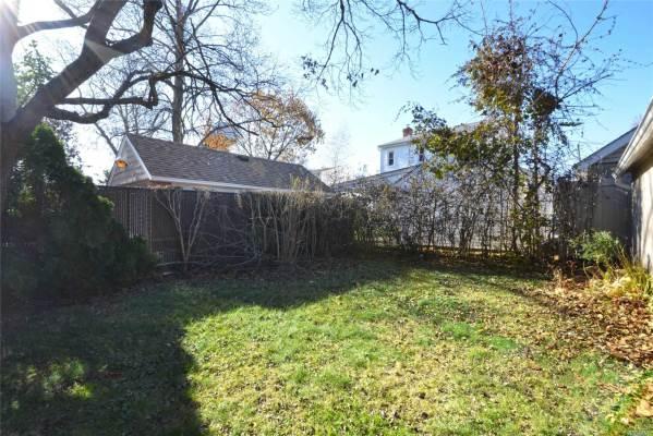 203 Wellington Rd S, Garden City, NY 11530