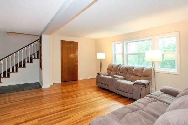 290 Woodbury Rd, Woodbury, NY 11797