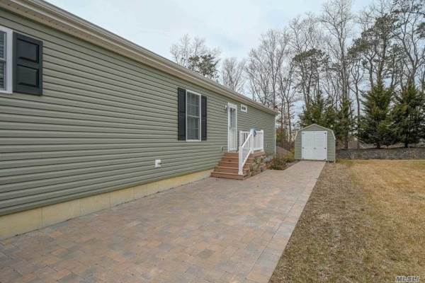 1661570 Old Country Rd, Riverhead, NY 11901