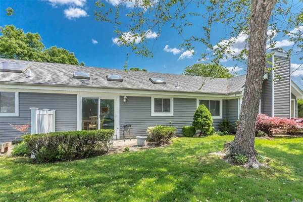 263 River Dr, Moriches, NY 11955