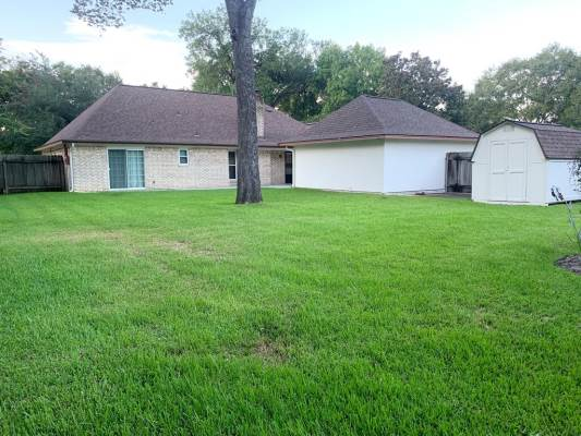 101 Driftwood, Lake Jackson, TX 77566