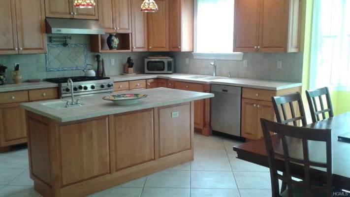 227 Tomahawk Street, Baldwin Place, NY 10505