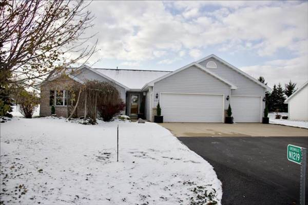 N1219 Redwing Dr, Greenville , WI 54942
