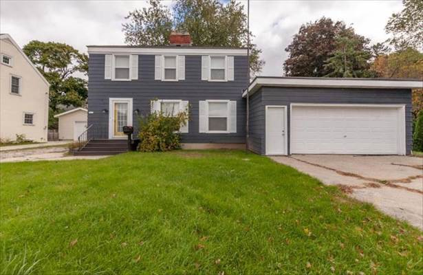 1814  7Th St, Menominee, MI 49858