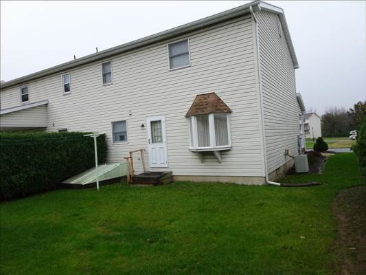 989 Catherine Dr, Coplay, PA 18037