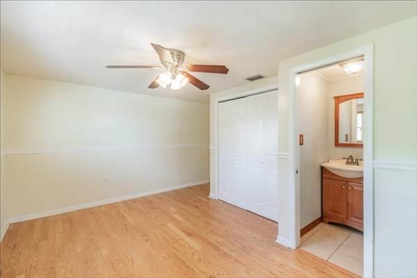 827 Seabreeze Drive, Ruskin, FL 33570